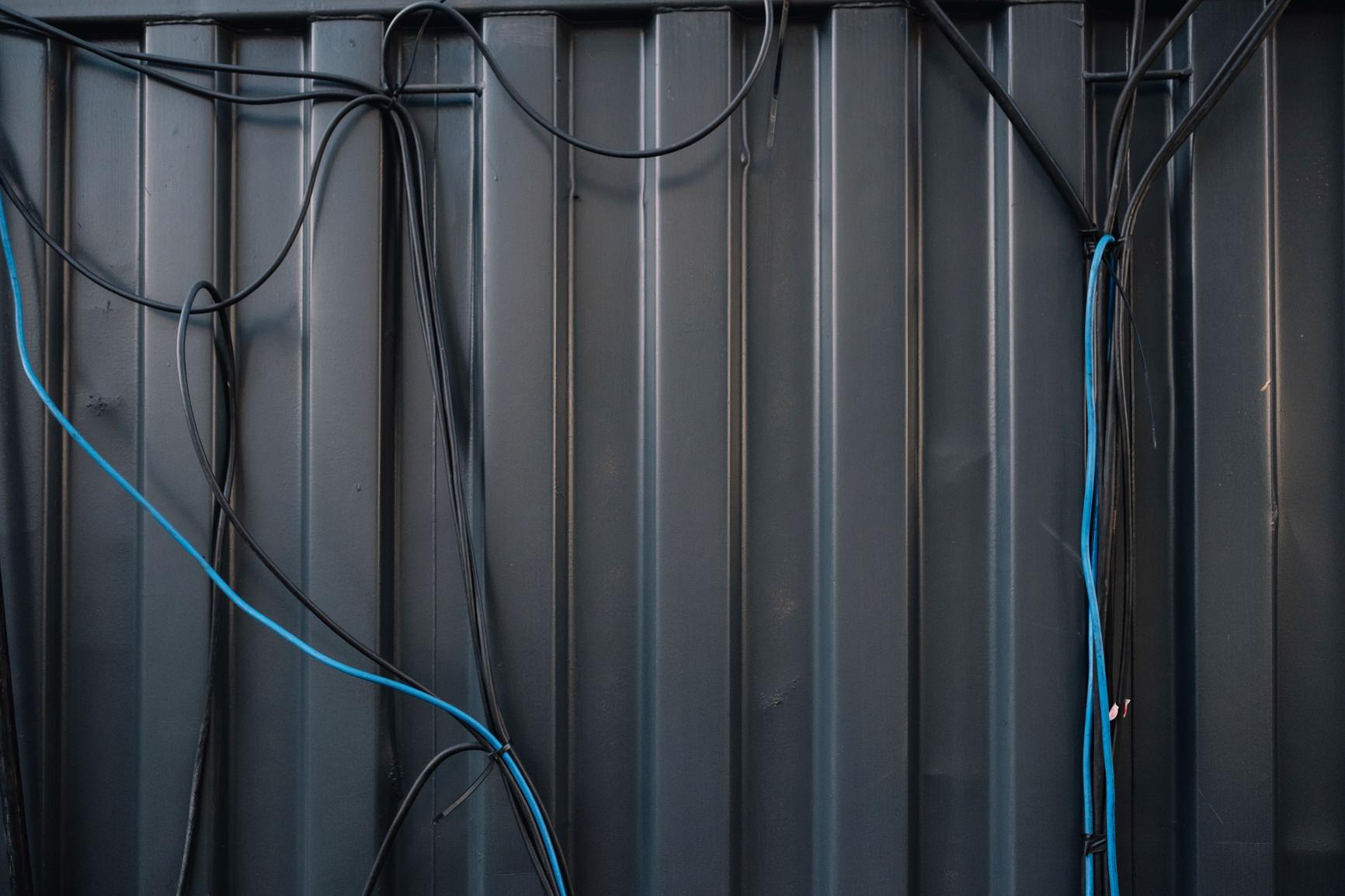 002-wires.jpg