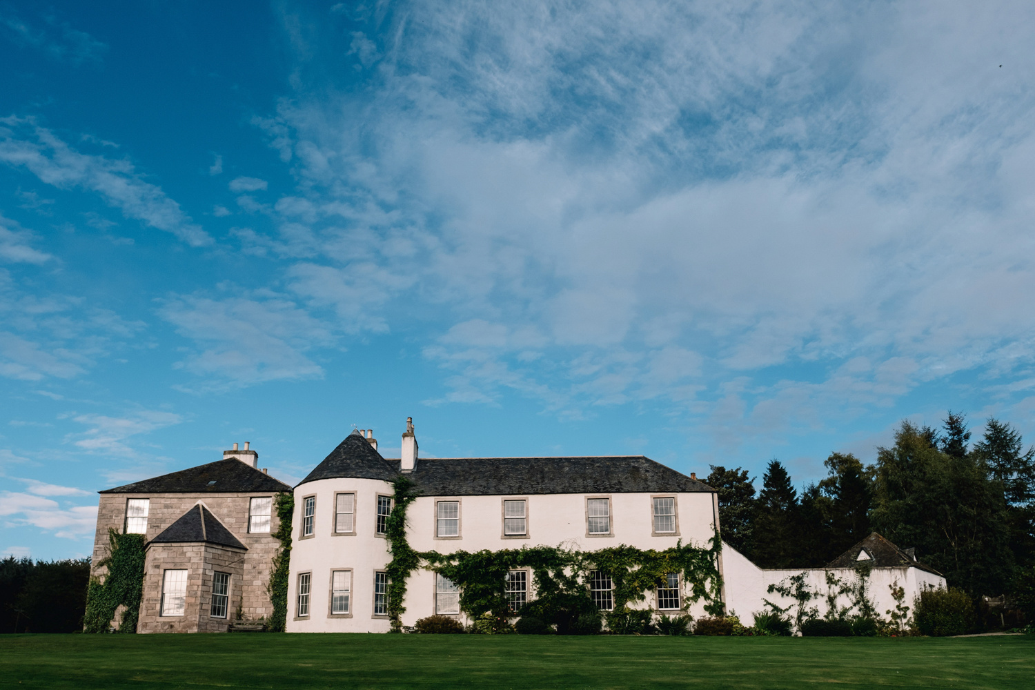 Logie Country House in the summer.