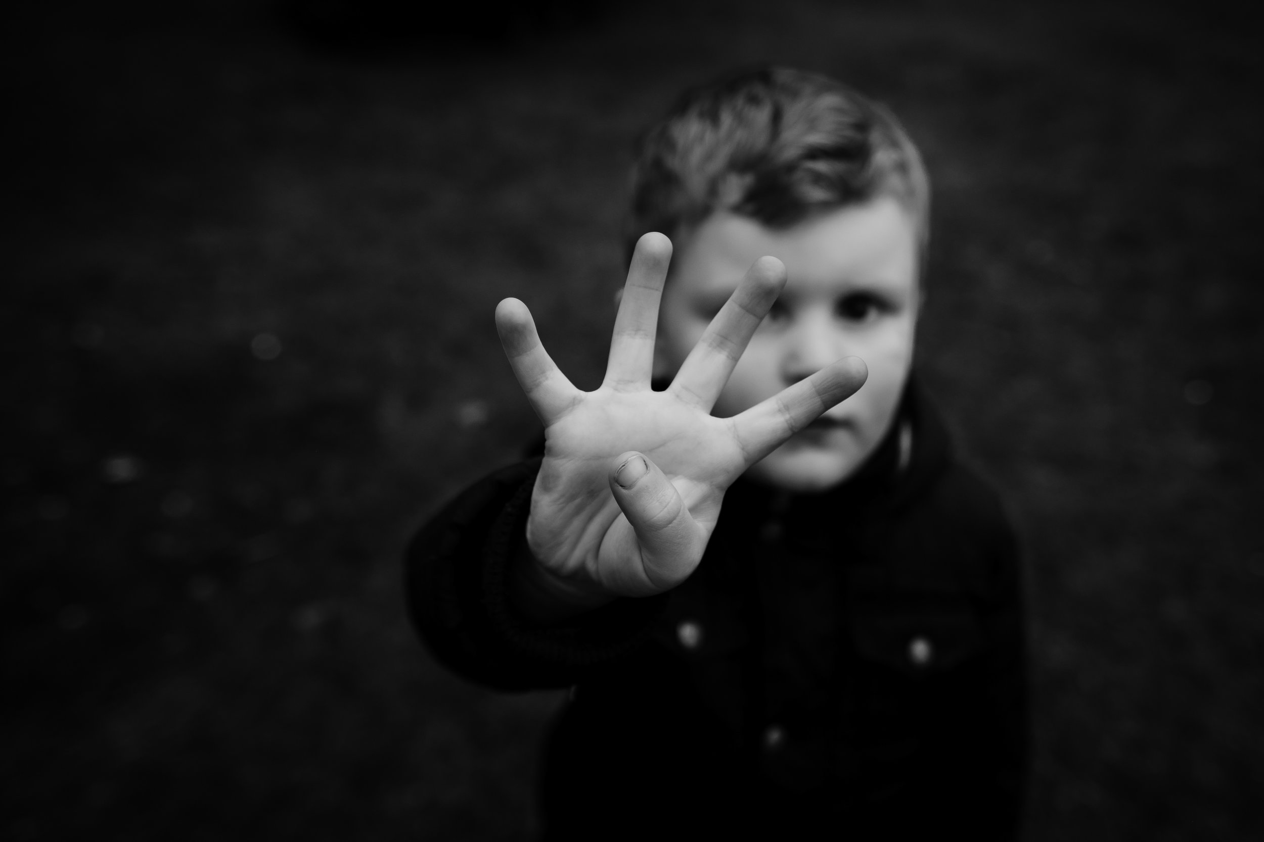 boys holds four fingers up to indicate his age