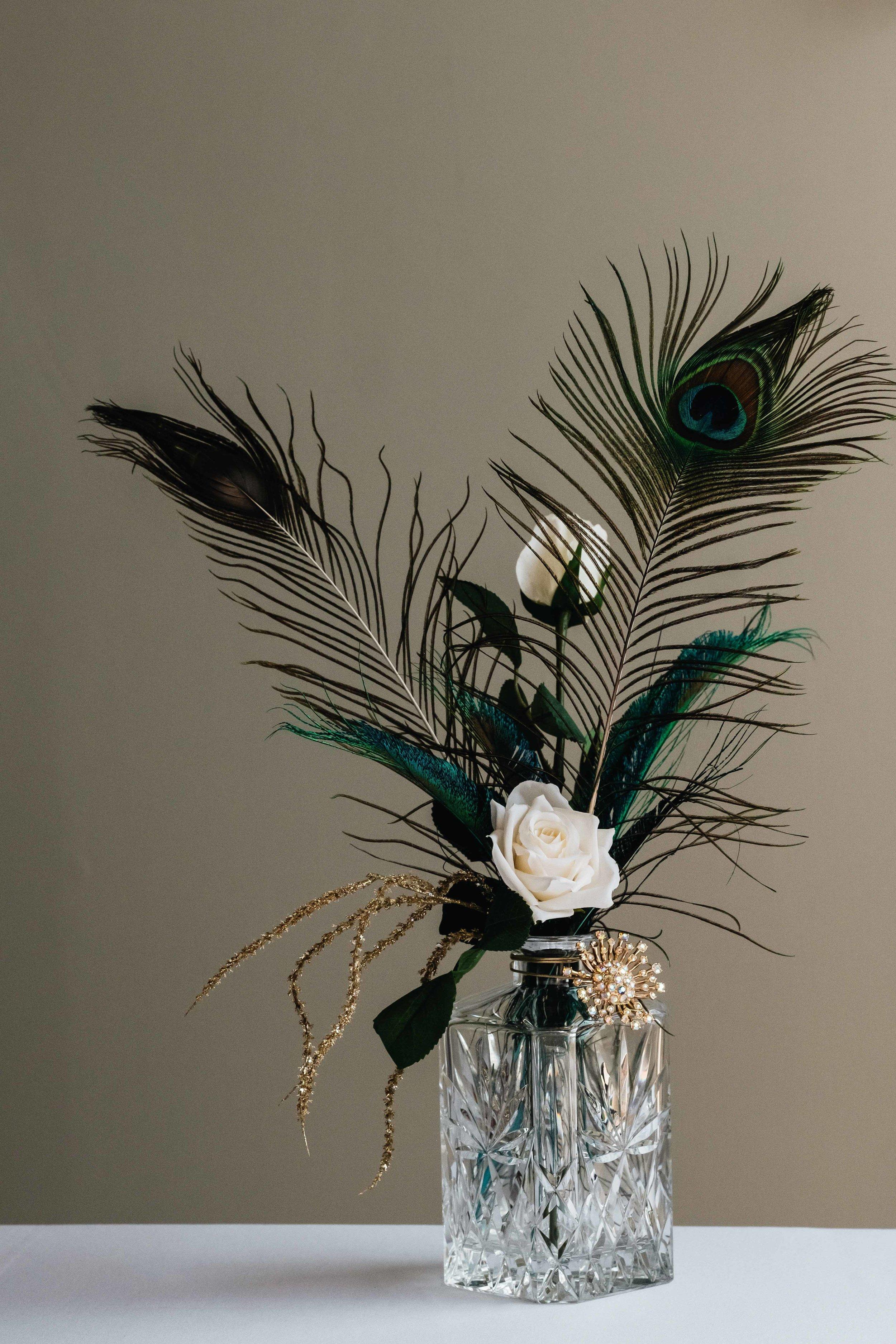 Feathers of tabel arrangement