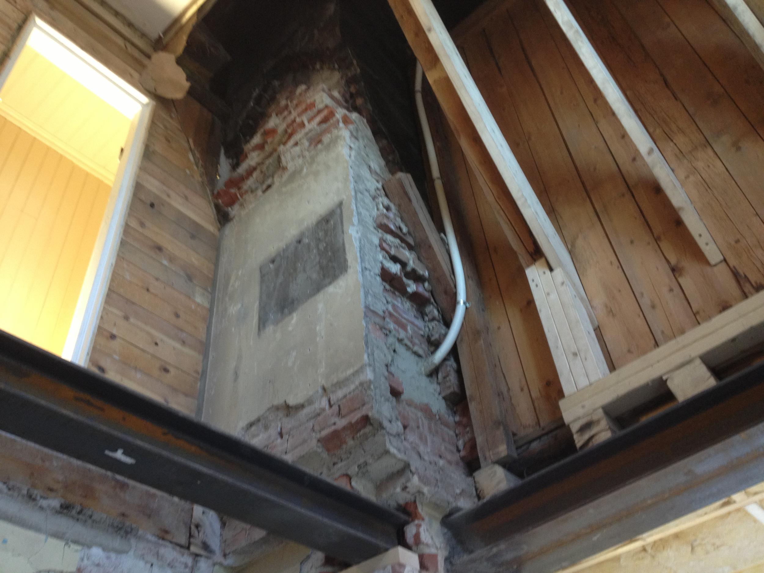 Gammel pipe brukes som bæring for nytt etasjeskille.