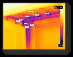 Bilde viser luftlekkasje i en bolig