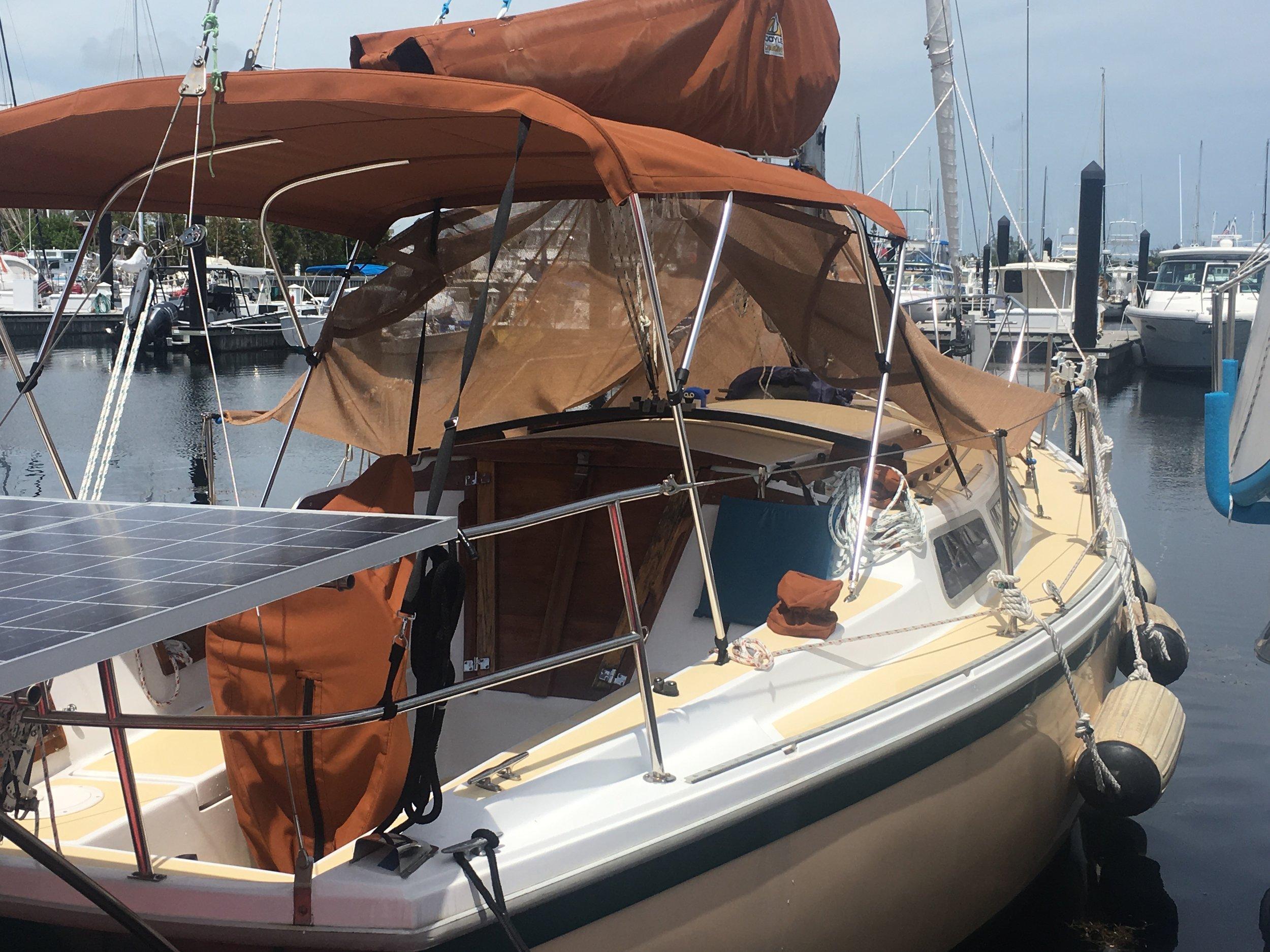 Dockside Boatel - 30' Vintage catalina, pool, restaurant and transportion