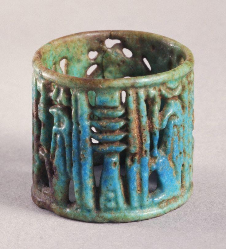 de7046e22b4ce036d824b92688b1bdd2--ancient-egyptian-jewelry-egyptian-art.jpg