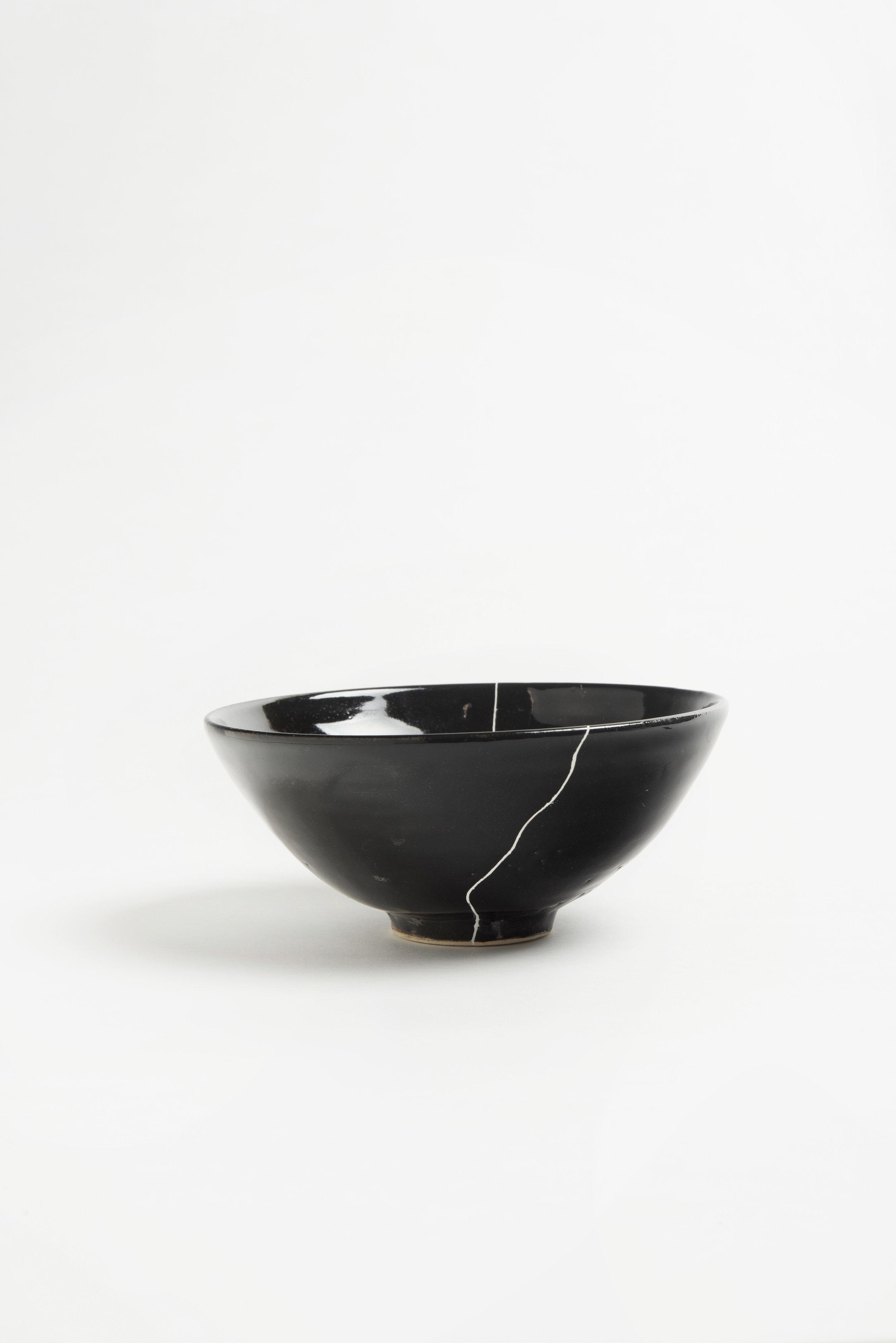 black-fracture-series-bowl-romy-northover-ceramics-the-garnered-42.jpg