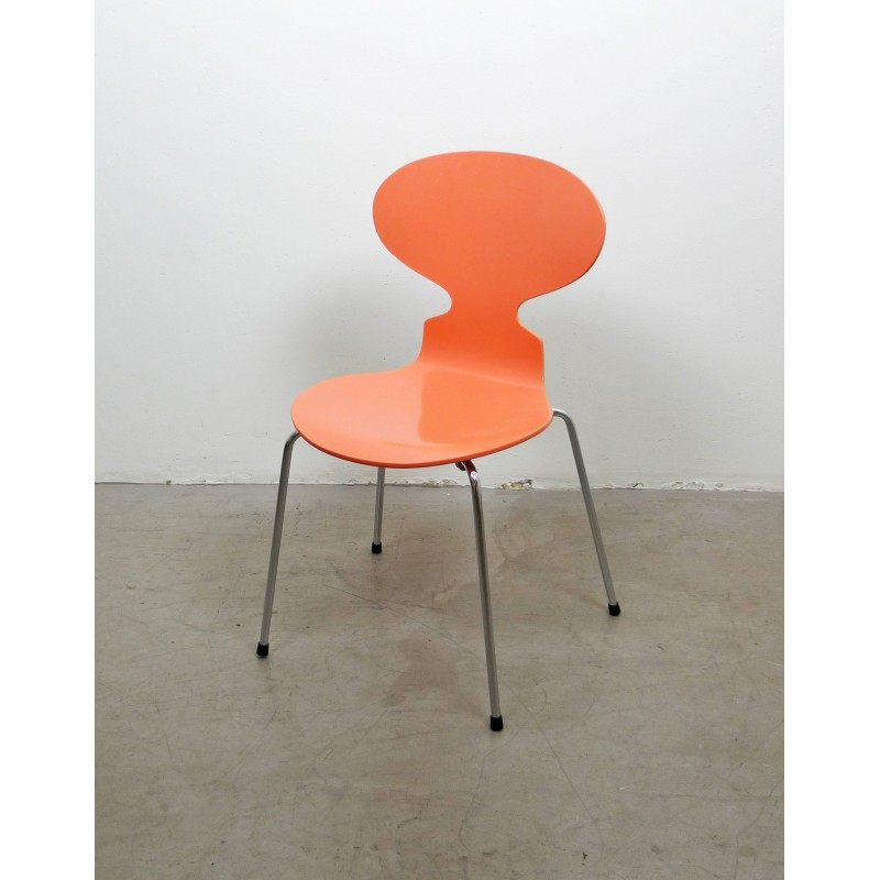 fritz-hansen-ant-chair-3101-peach-colour-arne-jacobsen-1990s.jpg