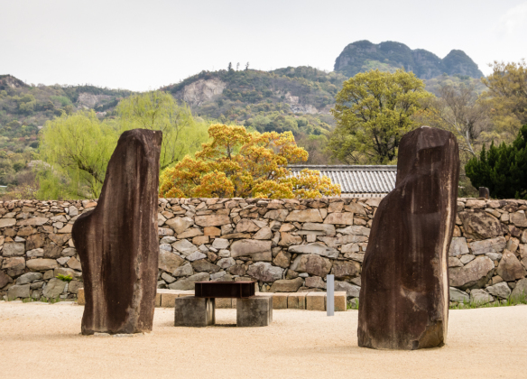 sculptures-outside-the-wall-of-the-outdoor-sculpture-garden-at-the-isamu-noguchi-garden-museum-takamatsu-shikoku-island-japan-set-against-the-surrounding-mountains.jpg