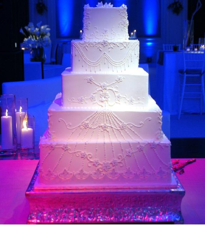 blue uplighting pink was lights white led pin spot on cake