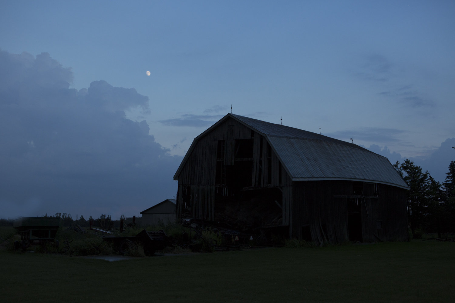 eco-friendly-photography-photo-barn-storm-moon.jpg
