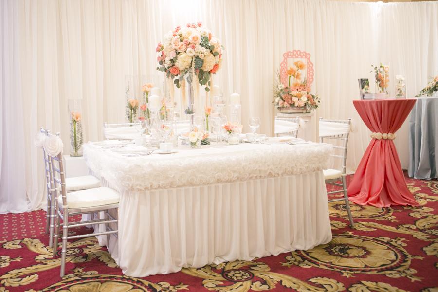 lush-florals-eva-derrick-photography-gala-decor-wedding-decor-florals-flowers-centerpiece-chairs-chiavari-photo-bridal-show-candles-place-settings.jpg
