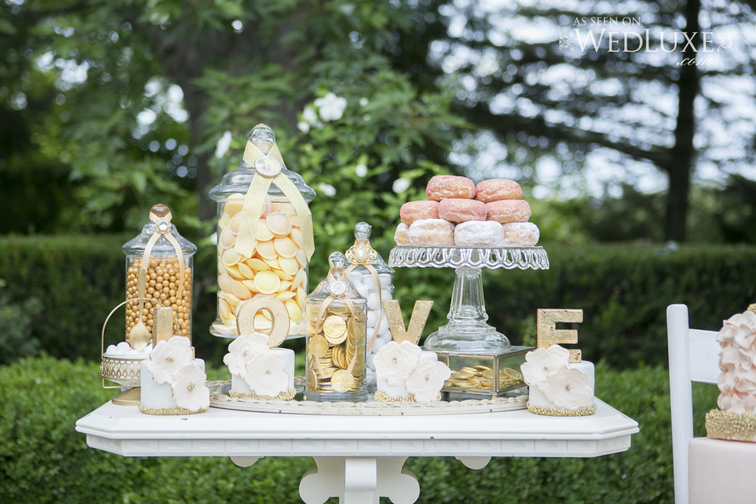 wedluxe-photographer-as-seen-on-professional-wedding-photographer-eva-derrick-photography-wedding-portrait-ruffled-photographer-green-wedding-shoes-vendor-niagara-wedding-helper-swish-list-vendor-photographer-winter-niagara-greenhouse-rings-florals-flower-my-bouquet-gracewood-niagara-on-the-lake-kurtz-oarchards-bride-groom-ceremony-reception-bouquet-love-romance-candy-by-katie-sweet-table-candy-table-favours-treats-sweets-simply-beautiful-decor-linens-chargers-photo.jpg