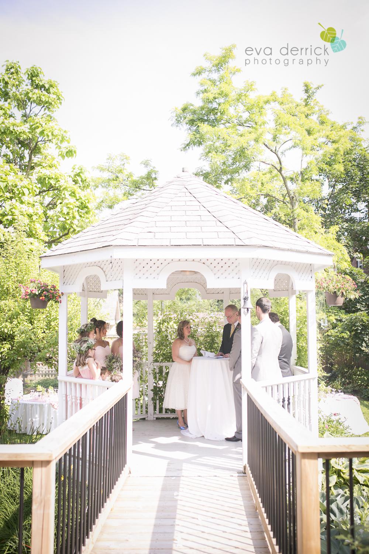 toronto-wedding-photographer-toronto-weddings-GTA-backyard-weddings-eva-derrick-photography-0293.jpg