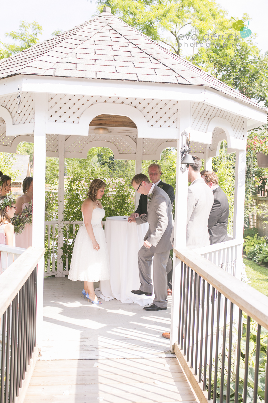 toronto-wedding-photographer-toronto-weddings-GTA-backyard-weddings-eva-derrick-photography-0334.jpg