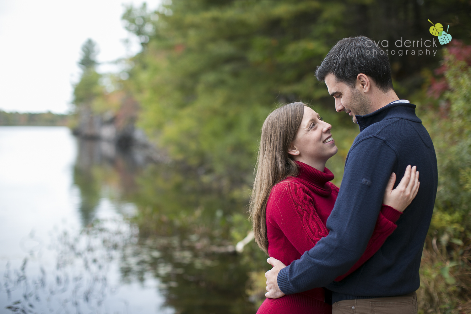minden-engagement-photographer-cottage-engagement-session-engagement-images-canoe-session-niagara-wedding-photographer-niagara-region-eva-derrick-photo