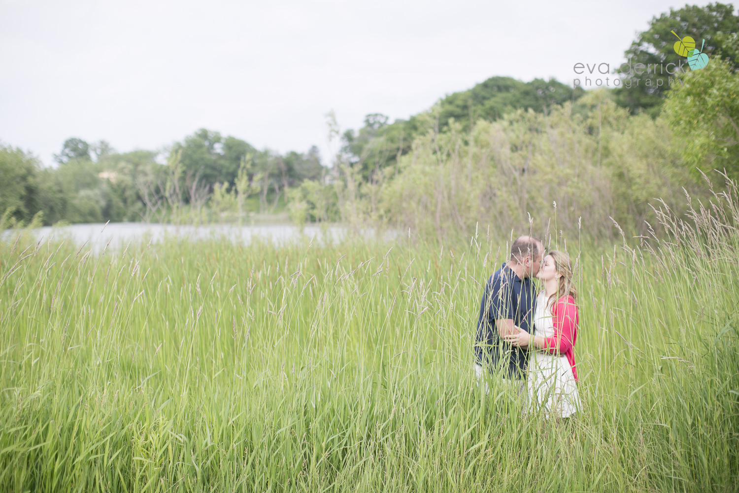 niagara-engagement-photographer-niagara-wedding-photographer-niagara-weddings-niagara-region-wedding-photographer-beach-engagement-session-st-catharines-charles-daly-park-eva-derrick-photography-photo