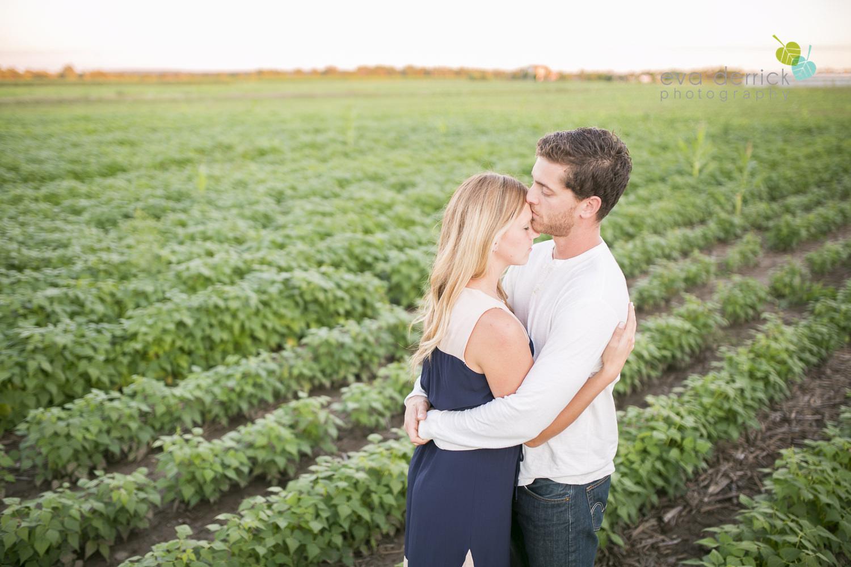 Niagara-Engagement-Photographer-Engagement-Session-Vineyard-Farm-Fields-Beth-Dan-photography-by-Eva-Derrick-Photography-020.JPG
