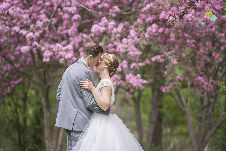 niagara-wedding-photographer-niagara-region-cambridge-weddings-niagara-weddings-cambridge-wedding-photographer-eva-derrick-photography-roseville-estates-photo-0397.jpg