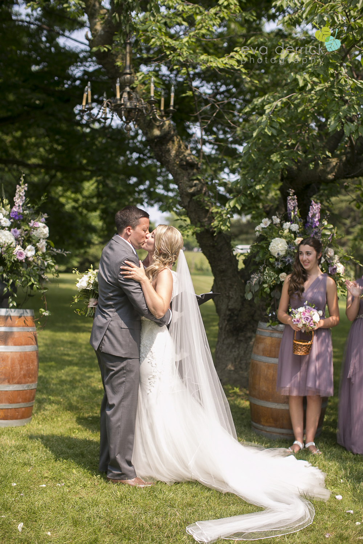 Kurtz-Orchards-Wedding-Niagara-Weddings-Niagara-Photographer-Queenston-Wedding-Photographer-photography-by-Eva-Derrick-Photography-033.jpg