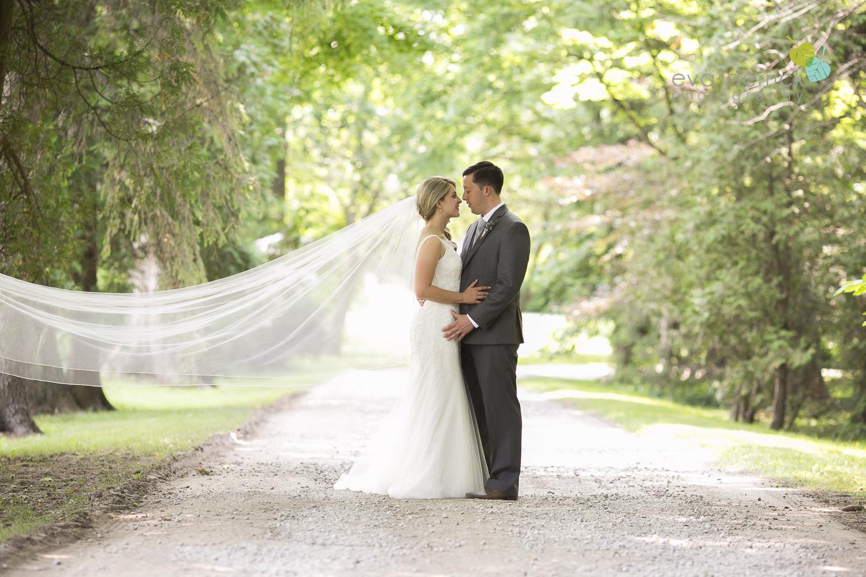 Kurtz-Orchards-Wedding-Niagara-Weddings-Niagara-Photographer-Queenston-Wedding-Photographer-photography-by-Eva-Derrick-Photography-039.jpg