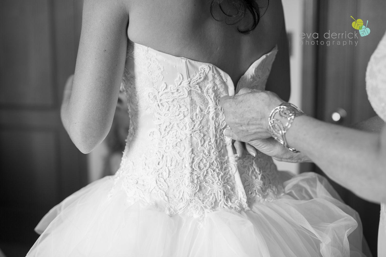 Niagara-Wedding-photographer-outdoor-wedding-photo-by-eva-derrick-photography-011.JPG