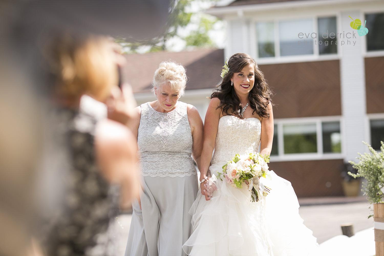 Niagara-Wedding-photographer-outdoor-wedding-photo-by-eva-derrick-photography-015.JPG