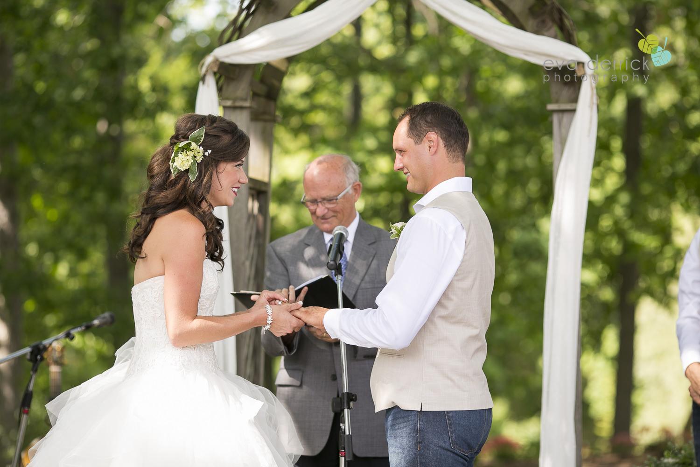 Niagara-Wedding-photographer-outdoor-wedding-photo-by-eva-derrick-photography-017.JPG