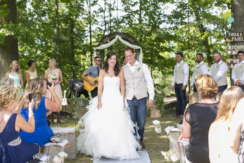 Niagara-Wedding-photographer-outdoor-wedding-photo-by-eva-derrick-photography-018.JPG