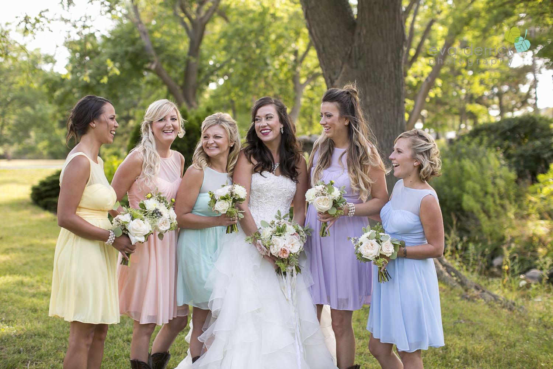 Niagara-Wedding-photographer-outdoor-wedding-photo-by-eva-derrick-photography-020.JPG