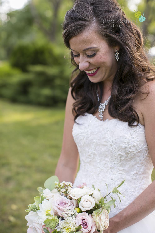 Niagara-Wedding-photographer-outdoor-wedding-photo-by-eva-derrick-photography-023.JPG