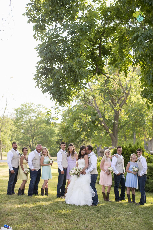 Niagara-Wedding-photographer-outdoor-wedding-photo-by-eva-derrick-photography-022.JPG