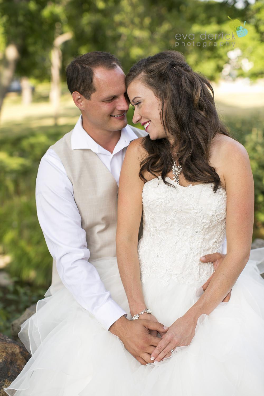 Niagara-Wedding-photographer-outdoor-wedding-photo-by-eva-derrick-photography-026.JPG
