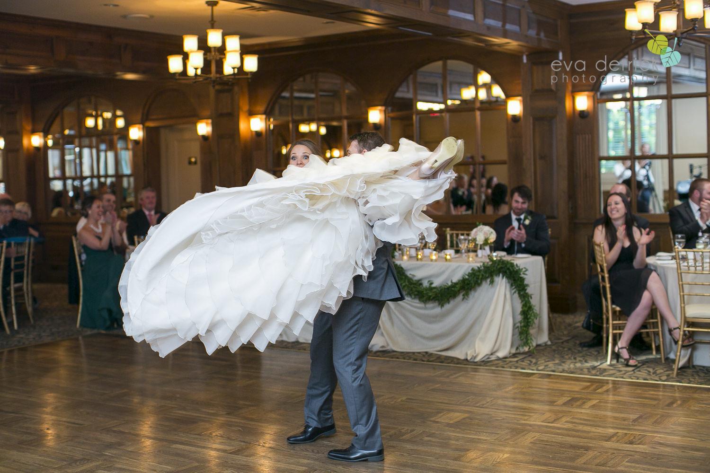 Pillar-and-Post-Weddings-Niagara-on-the-Lake-Vintage-Hotels-wedding-photo-by-eva-derrick-photography-039.JPG
