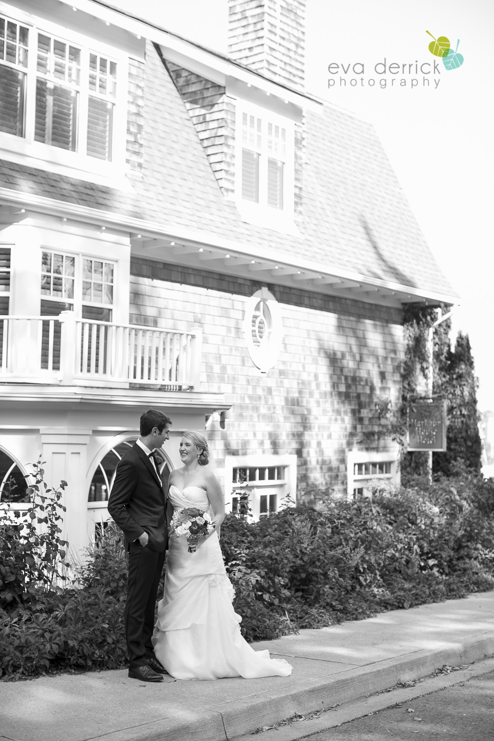 Vintage-hotels-wedding-Niagara-on-the-Lake-Pillar-and-Post-photo-by-eva-derrick-photography-026.JPG
