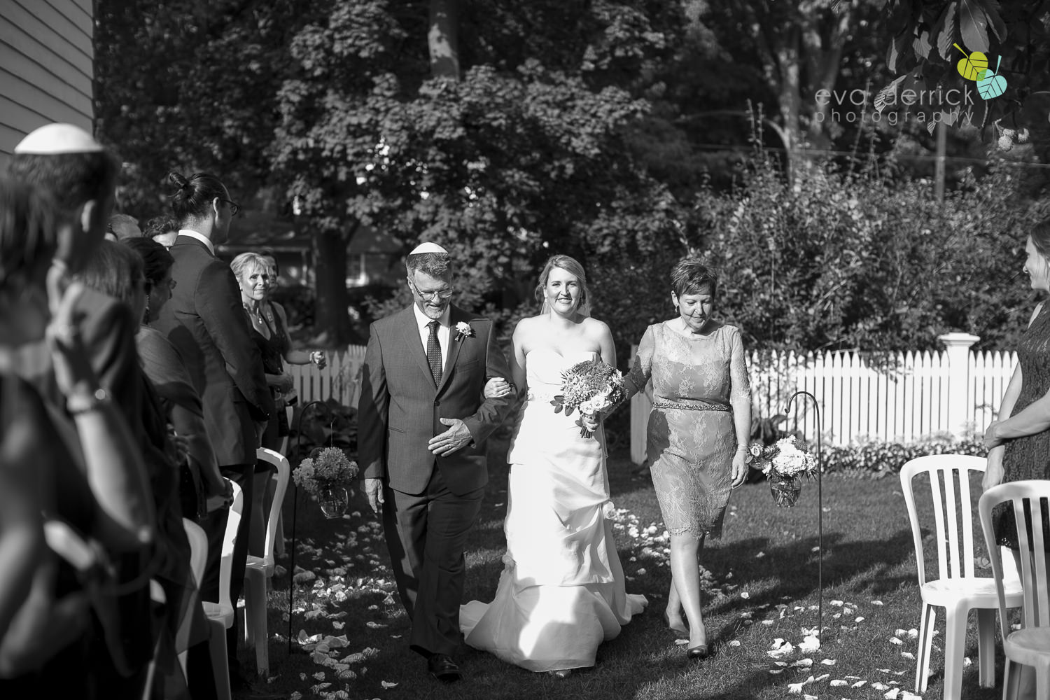 Vintage-hotels-wedding-Niagara-on-the-Lake-Pillar-and-Post-photo-by-eva-derrick-photography-036.JPG