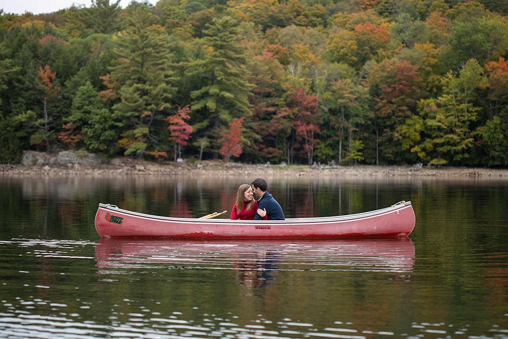 Canoe-engagement-session-Minden-forest-photo-by-philosophy-studios-eva-derrick-photography-012.jpg
