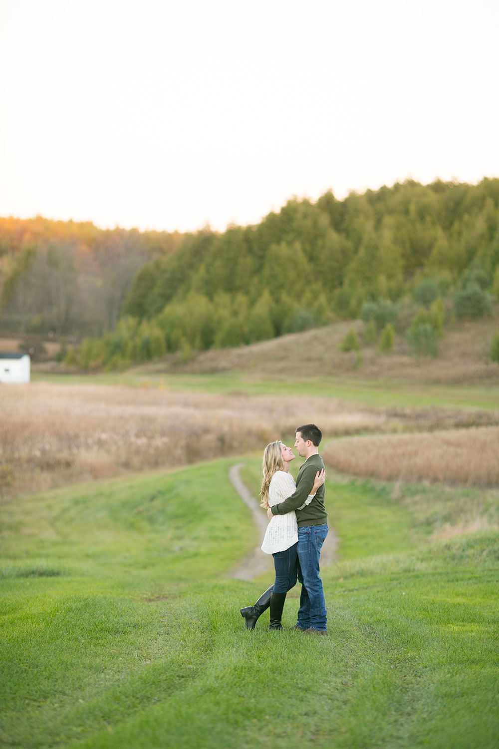 Albion-Hills-Conservation-Park-engagement-session-caledon-photo-by-philosophy-studios-eva-derrick-photography-025.jpg