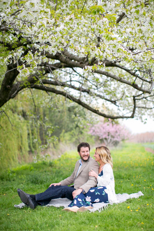 Cherry-blossom-engagement-session-niagara-on-the-lake-spring-photo-by-philosophy-studios-eva-derrick-photography-007.jpg