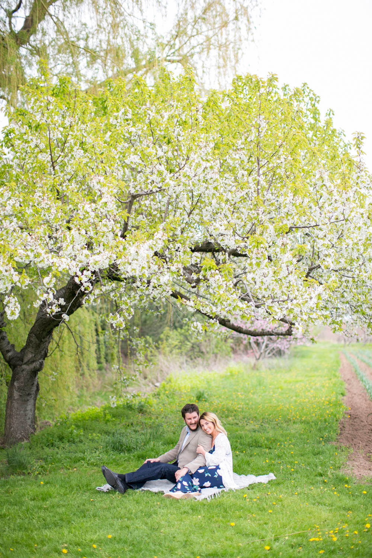 Cherry-blossom-engagement-session-niagara-on-the-lake-spring-photo-by-philosophy-studios-eva-derrick-photography-008.jpg