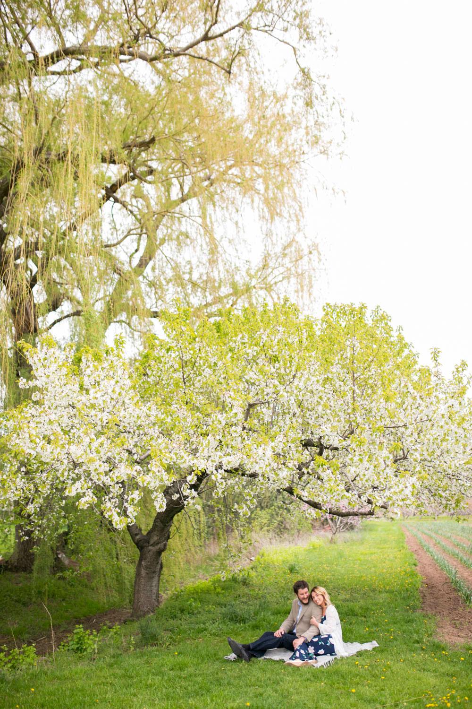 Cherry-blossom-engagement-session-niagara-on-the-lake-spring-photo-by-philosophy-studios-eva-derrick-photography-009.jpg