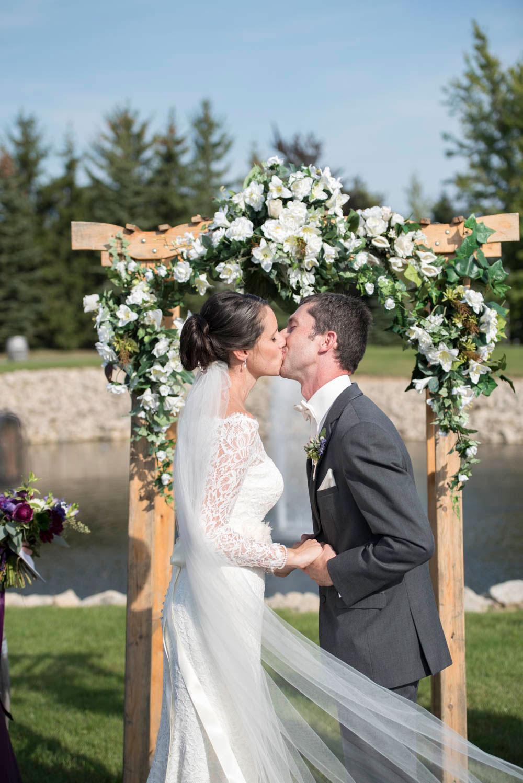 Hernder-Estate-Wines-wedding-Niagara-wedding-photographers-Philosophy-Studios-Eva-Derrick-Photography-0016.JPG