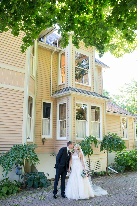 Queens-Landing-wedding-Vintage-Hotels-wedding-Niagara-on-the-Lake-wedding-photographers-Philosophy-Studios-Eva-Derrick-Photography-0027.JPG