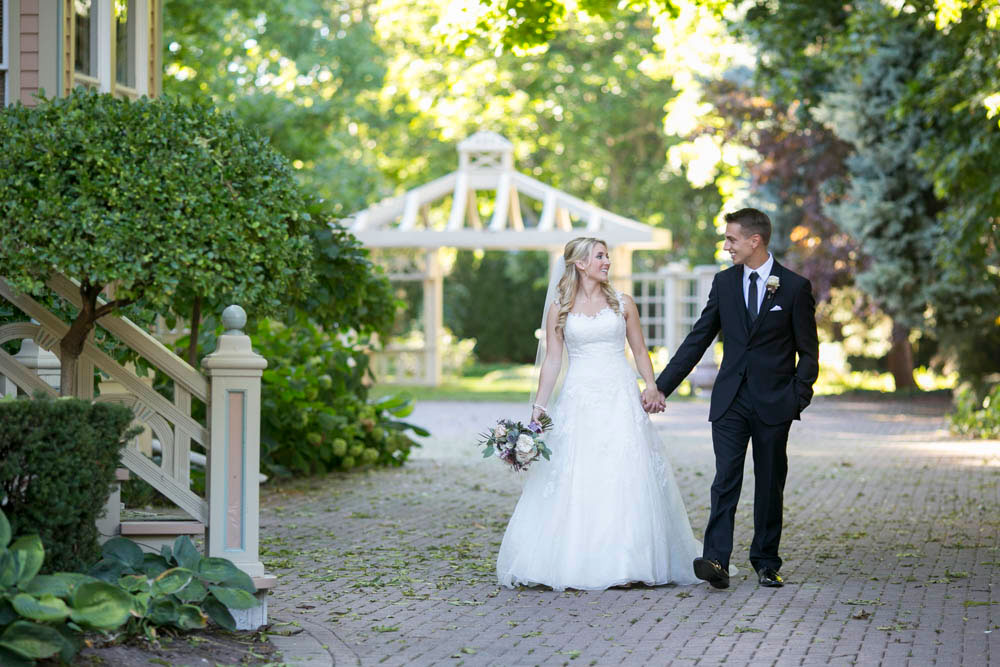 Queens-Landing-wedding-Vintage-Hotels-wedding-Niagara-on-the-Lake-wedding-photographers-Philosophy-Studios-Eva-Derrick-Photography-0030.JPG