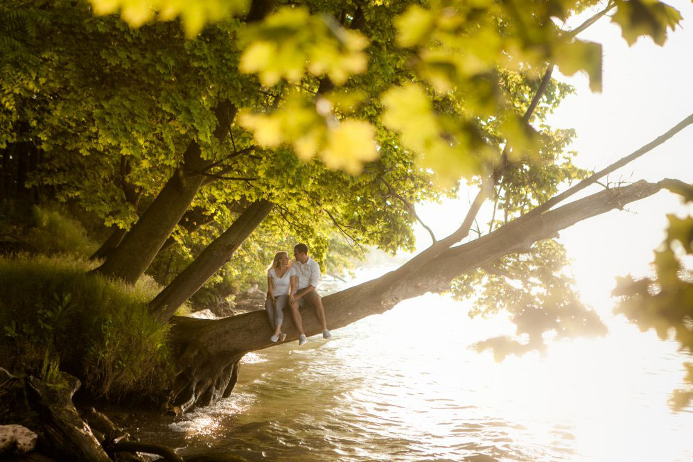 Engagement-Beach-Niagara-on-the-Lake-philosophy-studios-Joel--wedding-photographer-010.jpg