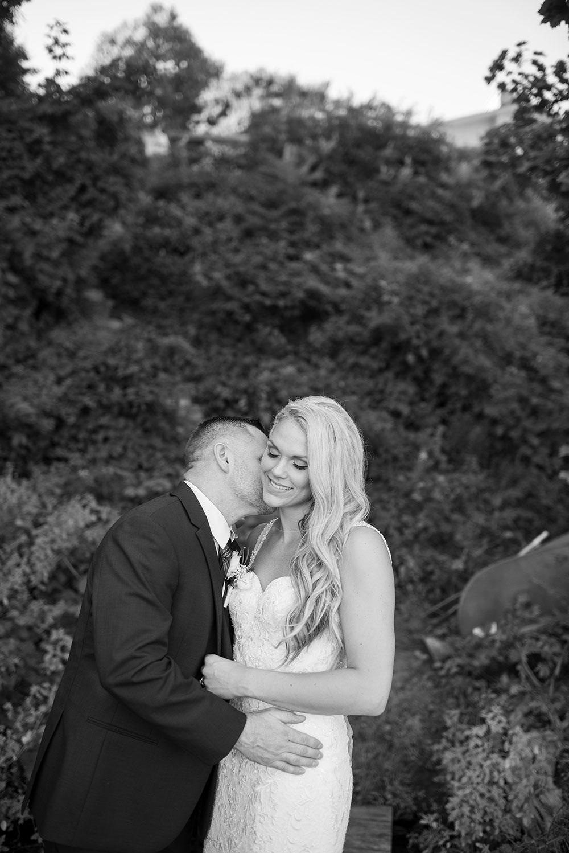 Niagara-Falls-wedding-photography-black-and-white-philosophy-studios-Meg-wedding-photographer-002.JPG