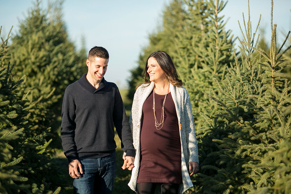 Winter-maternity-session-niagara-maternity-photographer-tree-farm-photos-photo-by-philosophy-studios-0003.jpg