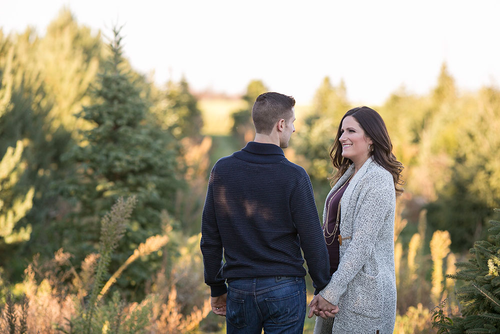 Winter-maternity-session-niagara-maternity-photographer-tree-farm-photos-photo-by-philosophy-studios-0005.jpg