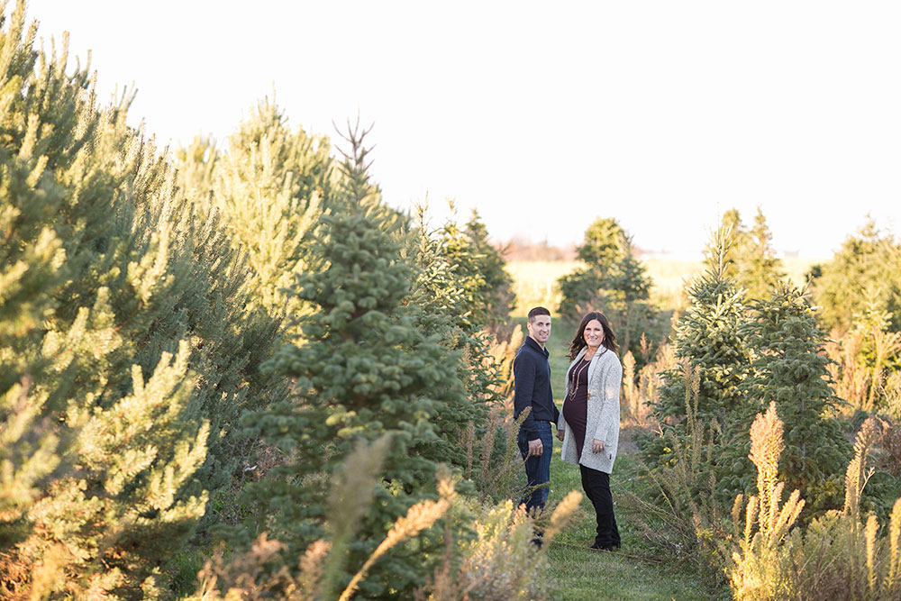 Winter-maternity-session-niagara-maternity-photographer-tree-farm-photos-photo-by-philosophy-studios-0007.jpg