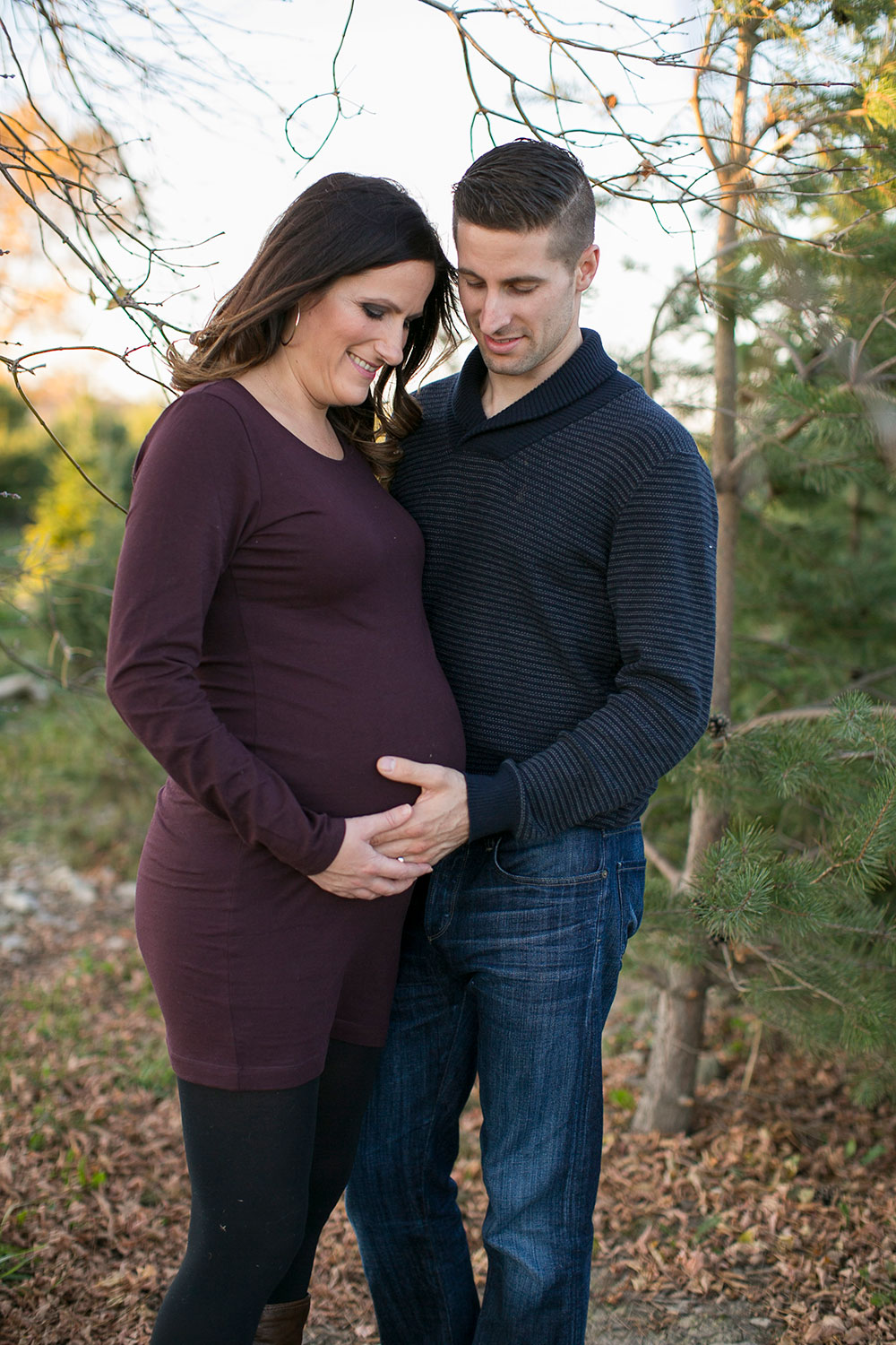 Winter-maternity-session-niagara-maternity-photographer-tree-farm-photos-photo-by-philosophy-studios-0023.jpg