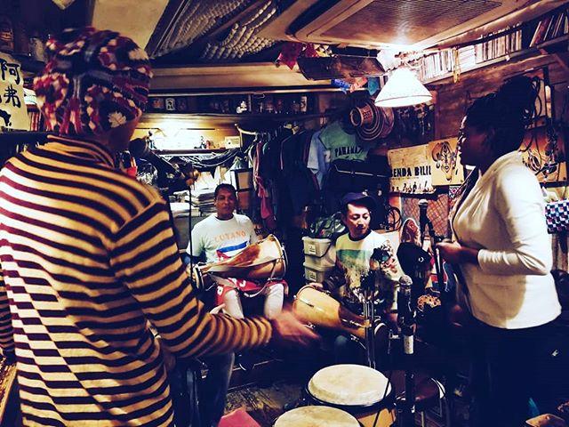 La rumba se formo hoy en Tokyo =) #cubajapon #rumba #felizañonuevo  @ana_chan_goanddoit @kenta76_drums gracias por la opportunidad de estar aqui con ustedes ❤