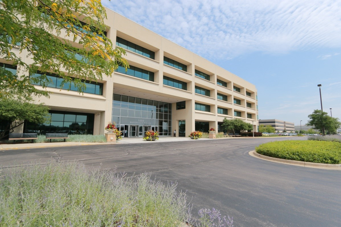 Naperville Woods Corporate Center.jpg